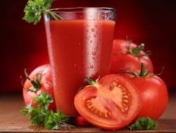 Почему в самолете многие пьют томатный сок?