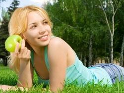 Одно яблоко в день может держать растущую талию в тонусе
