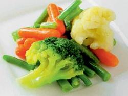 Какие овощи полезнее варить, чем есть в сыром виде?