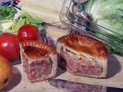 Продукты из свинины могут запретить употреблять на работе