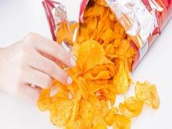 Женщина всю жизнь ела одни чипсы и умерла от отказа органов